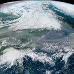 Fumaça da Califórnia sugada por ex-furacão no Atlântico