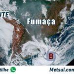 Muita fumaça e ciclone na América do Sul