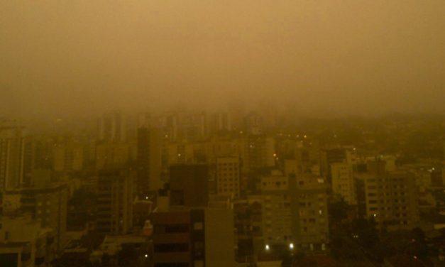 Porto Alegre tem cenas de San Francisco pela fumaça