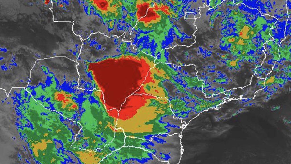 Chuva, temporais e frio em São Paulo e no Paraná
