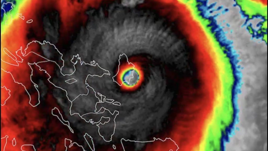"""<span class=""""entry-title-primary"""">Ciclone mais intenso do ano no planeta alcança as Filipinas</span> <span class=""""entry-subtitle"""">Meteorologistas preveem que super tufão provocará destruição maciça na região em que tocou terra </span>"""