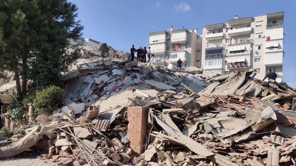 Terremoto e tsunami atingem Turquia e Grécia