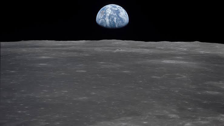 NASA anuncia descoberta de água na parte iluminada da Lua