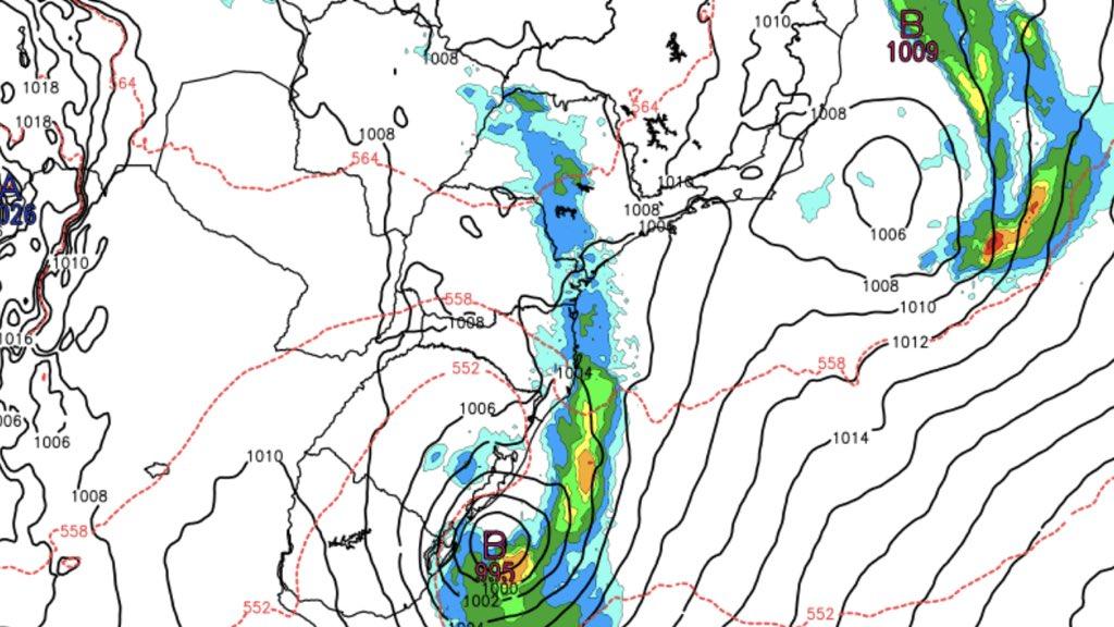 Dois ciclones ao mesmo tempo na costa do Brasil