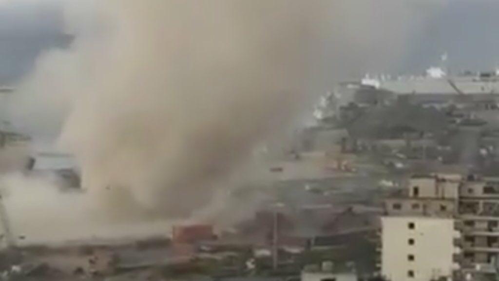 Tornado atinge devastado porto de Beirute