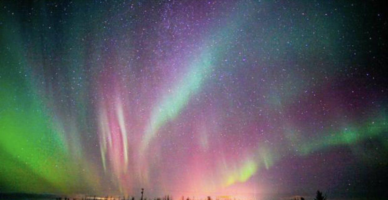 Auroras boreais vermelhas muito raras encantam na Europa