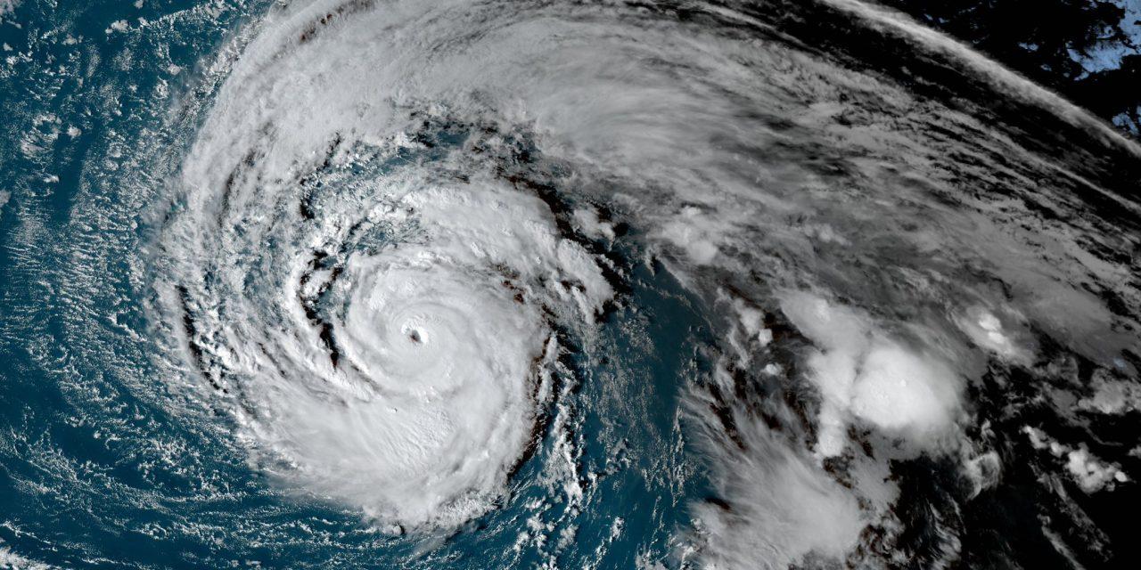 Imagens incríveis do furacão Épsilon no Atlântico