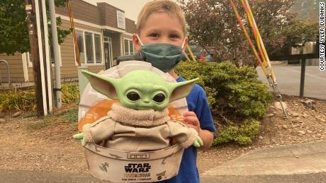 Star Wars contra o fogo – Baby Yoda na linha de frente