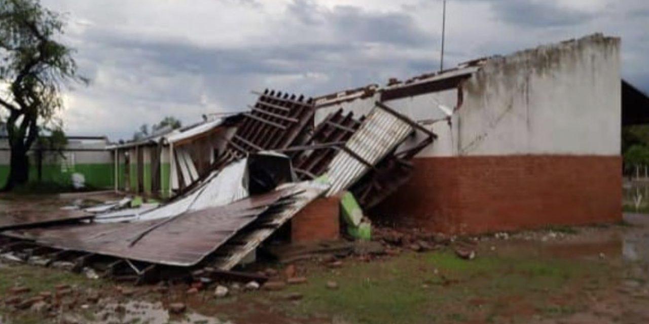 Destruição por temporais no Paraguai