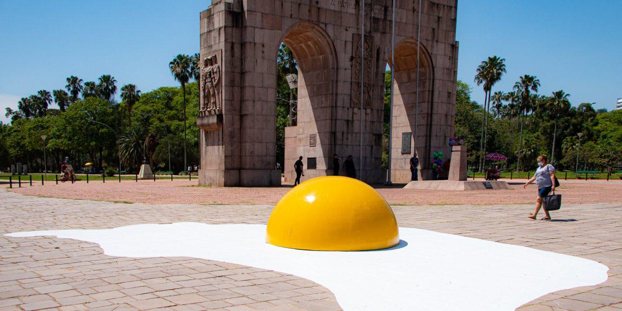 """<span class=""""entry-title-primary"""">Ovos gigantes alertam sobre as mudanças climáticas</span> <h2 class=""""entry-subtitle"""">Intervenção artística pode ser vista neste fim de semana em Porto Alegre </h2>"""
