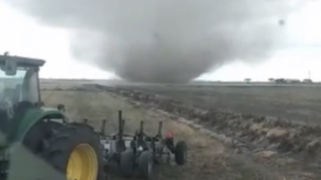 """<span class=""""entry-title-primary"""">Novas imagens mostram o tornado no Litoral Norte gaúcho</span> <span class=""""entry-subtitle"""">Fenômeno registrado no final da manhã de ontem não provocou danos no município de Palmares do Sul </span>"""