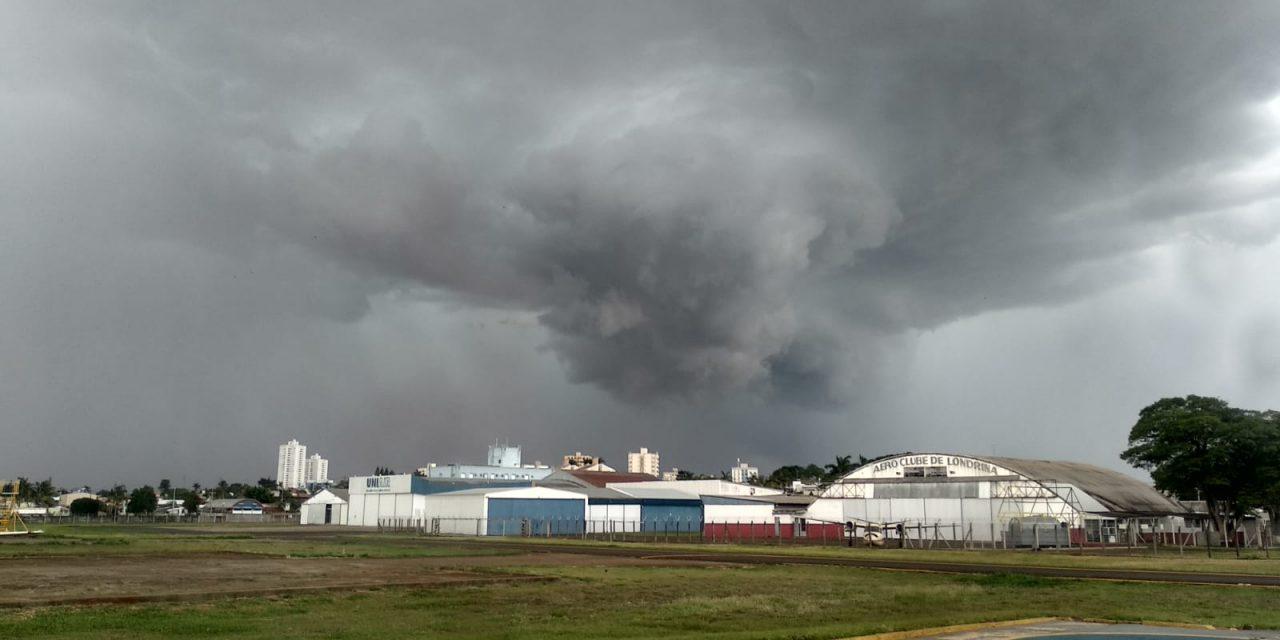 """<span class=""""entry-title-primary"""">Novos temporais atingem o Sul do Brasil nesta segunda</span> <span class=""""entry-subtitle"""">São prováveis ocorrências isoladas de granizo da tarde para a noite de hoje, alertam os meteorologistas da MetSul </span>"""