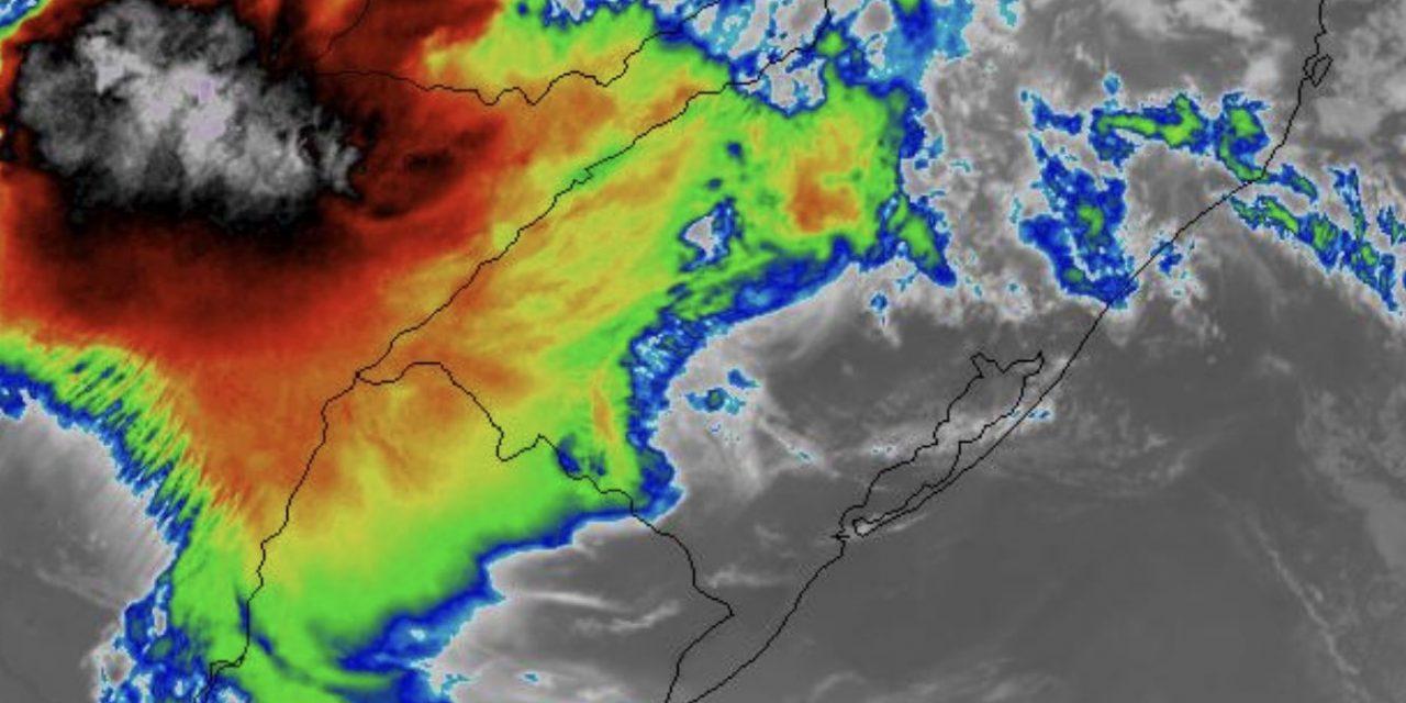 """<span class=""""entry-title-primary"""">Novas áreas com chuva e temporais avançam da Argentina</span> <h2 class=""""entry-subtitle"""">Maior risco de temporais isolados é na Fronteira Oeste e no Noroeste gaúcho </h2>"""