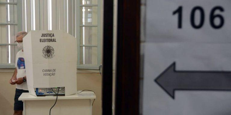"""<span class=""""entry-title-primary"""">O tempo no Rio Grande do Sul no domingo eleitoral</span> <h2 class=""""entry-subtitle"""">Segue o alerta de temporais na Fronteira Oeste, Noroeste e Norte gaúcho, mas nas principais cidades que realizam segundo turno não chove durante quase toda ou mesmo toda a votação </h2>"""