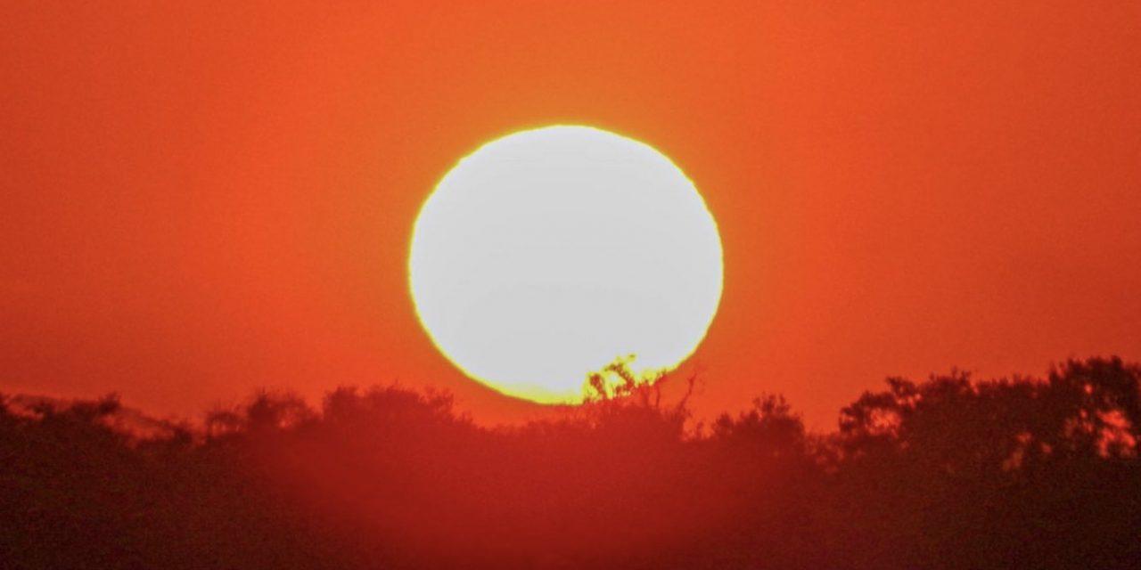 """<span class=""""entry-title-primary"""">**ALERTA** Calor de até 40°C na Grande Porto Alegre e interior gaúcho</span> <h2 class=""""entry-subtitle"""">Primeira metade da semana será muito quente e pico do calor ocorre na quarta-feira </h2>"""