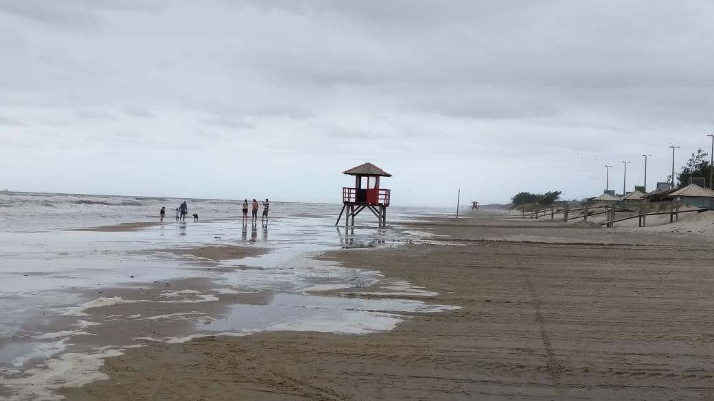 """<span class=""""entry-title-primary""""><span style='color:#ff0000;font-size:14px;'>PREVISÃO DO TEMPO </span><br> Instabilidade e ressaca do mar no Litoral Norte</span> <span class=""""entry-subtitle"""">Sábado de muitas nuvens tem precipitação nas praias do Litoral Norte gaúcho </span>"""