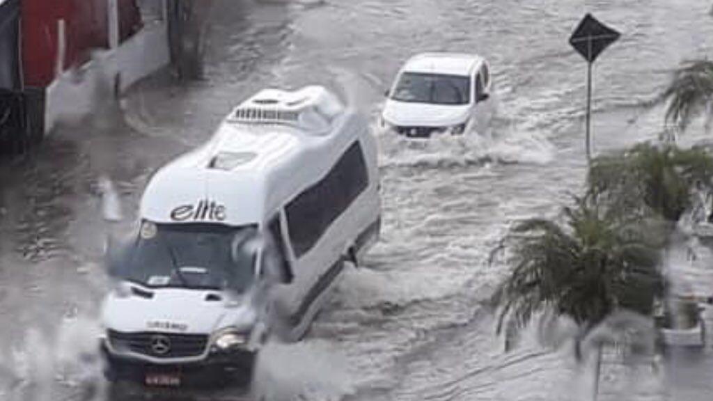 """<span class=""""entry-title-primary""""><span style='color:#ff0000;font-size:14px;'>MUITA ÁGUA </span><br> Muita chuva em Santa Catarina</span> <span class=""""entry-subtitle"""">Intensas precipitações atingem localidades do Leste catarinense com alagamentos e inundações </span>"""