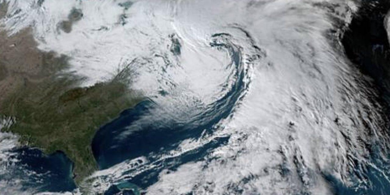 """<span class=""""entry-title-primary"""">Ciclone bomba atinge os Estados Unidos</span> <span class=""""entry-subtitle"""">Tempestade traz muito vento, chuva e neve no Nordeste norte-americano </span>"""