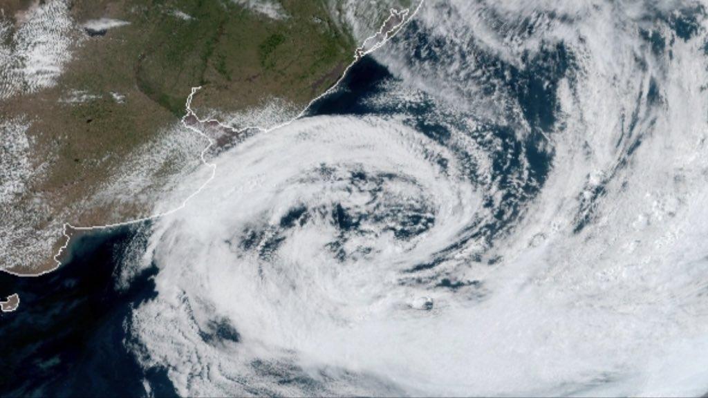 """<span class=""""entry-title-primary""""><span style='color:#ff0000;font-size:14px;'>ARGENTINA </span><br> Ciclone provoca estragos na Argentina</span> <span class=""""entry-subtitle"""">Costa Atlântica da província de Buenos Aires foi a região mais castigada pela intensa ventania </span>"""