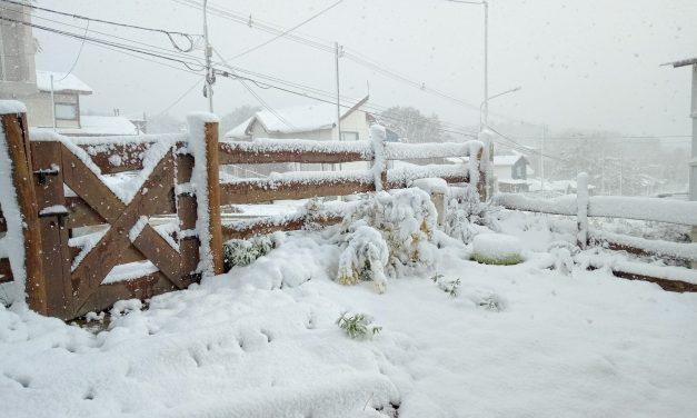 Ar frio traz nevasca na Argentina e chegará ao Sul do Brasil