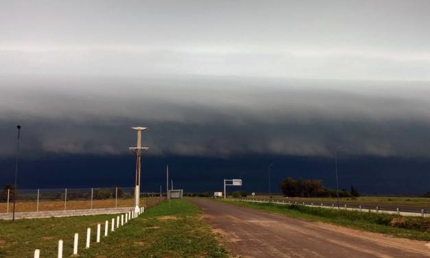 Poderosa linha de tempestades na Argentina e Uruguai