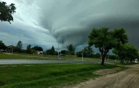 Possível tornado na província argentina de Corrientes