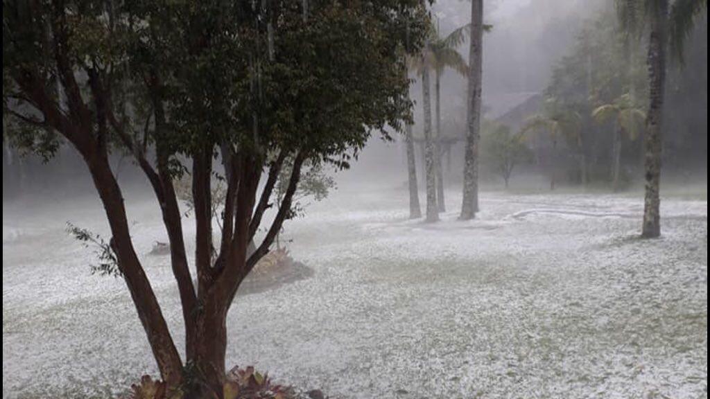 """<span class=""""entry-title-primary"""">Temporal de granizo branqueia paisagem no Paranhana</span> <span class=""""entry-subtitle"""">Calor e umidade favoreceram nuvens carregadas com pancadas de chuva e temporais localizados </span>"""