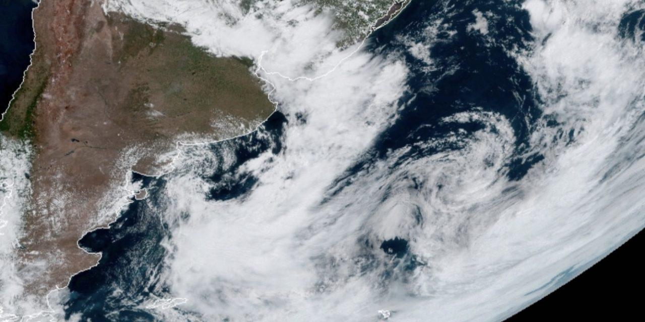 """<span class=""""entry-title-primary"""">Dobradinha de ciclones no Atlântico Sul</span> <h2 class=""""entry-subtitle"""">Raro encontro na região de um ciclone subtropical com um extratropical </h2>"""