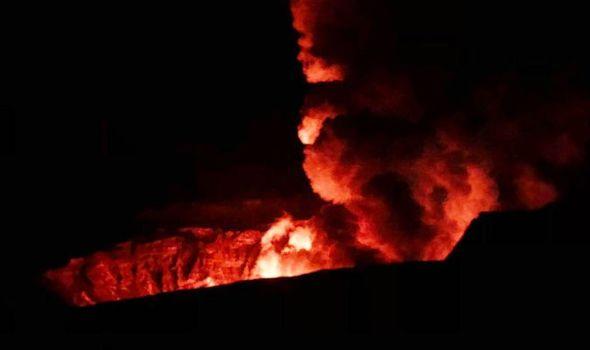 """<span class=""""entry-title-primary""""><span style='color:#ff0000;font-size:14px;'>ILHA DE FOGO </span><br> Vulcão Kilauea entra em erupção no Havaí</span> <span class=""""entry-subtitle"""">Erupção teve início na madrugada desta segunda após série de pequenos terremotos </span>"""