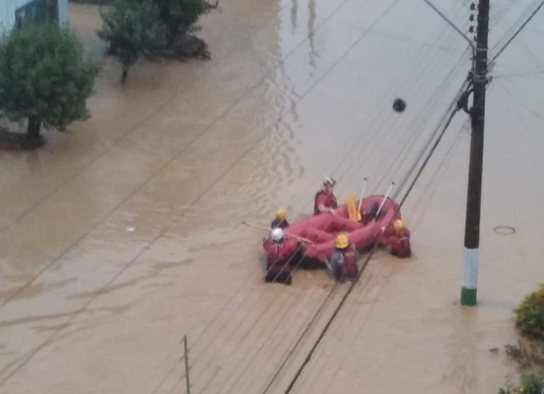 """<span class=""""entry-title-primary"""">Mortes e desaparecidos pela chuva em Santa Catarina</span> <h2 class=""""entry-subtitle"""">Volumes altíssimos de chuva foram registrados na noite de quarta-feira </h2>"""