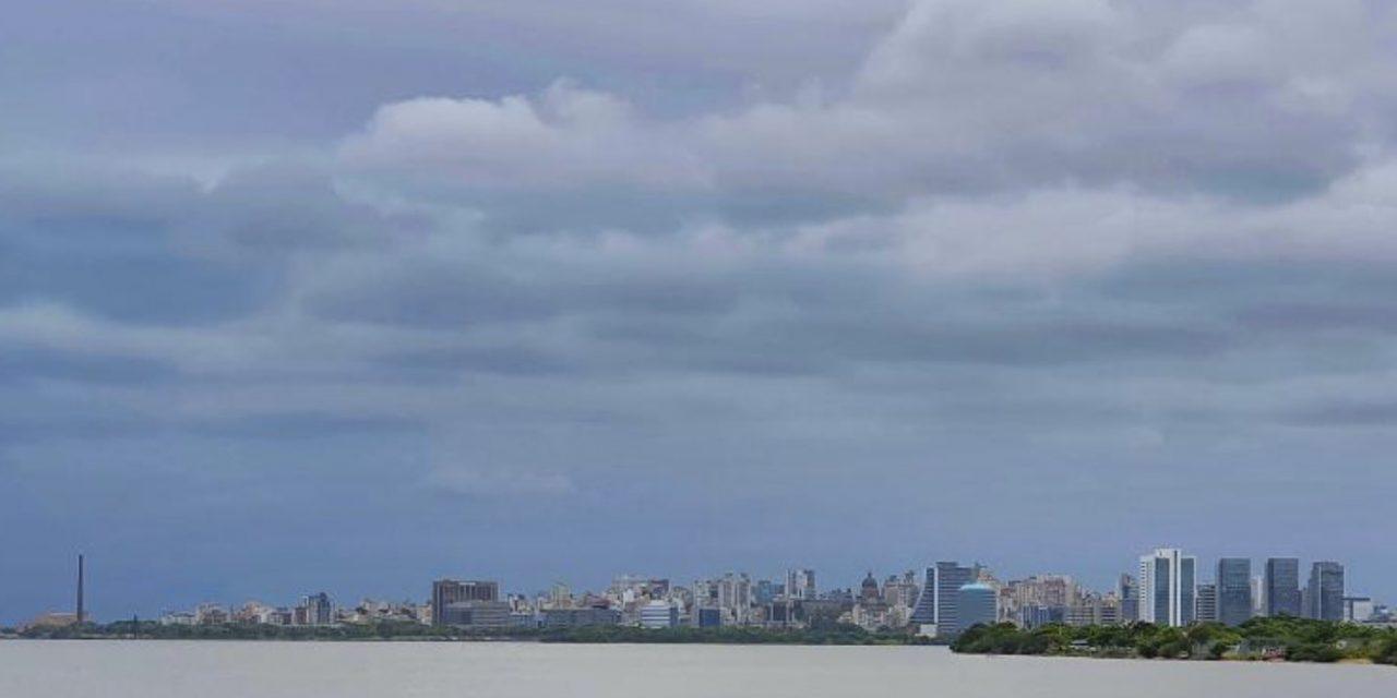 """<span class=""""entry-title-primary"""">Previsão do tempo -Começo de semana instável e ameno em Porto Alegre</span> <h2 class=""""entry-subtitle"""">Capital gaúcha seguirá com muitas nuvens e temperatura abaixo do que é normal para dezembro </h2>"""