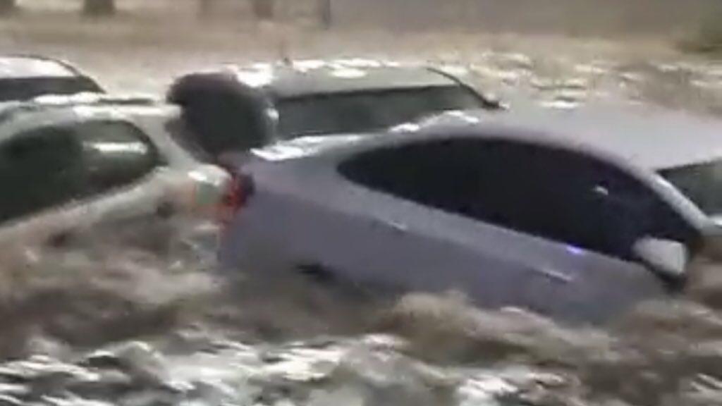 """<span class=""""entry-title-primary"""">Chuva alaga e arrasta carros em Uberlândia</span> <span class=""""entry-subtitle"""">Random Pacheco virou um rio e carros foram arrastados pela correnteza </span>"""