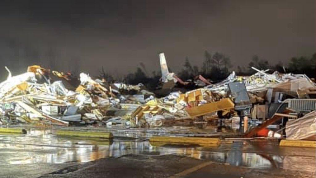 """<span class=""""entry-title-primary"""">Tornado arrasa cidade no Alabama</span> <span class=""""entry-subtitle"""">Madrugada desta terça-feira foi de destruição por tempestades severas no Sul dos Estados Unidos </span>"""