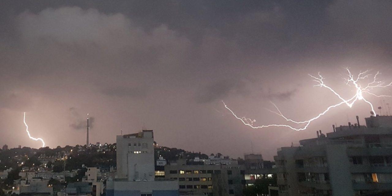 """<span class=""""entry-title-primary"""">Risco de chuva forte e temporais segue no Sul do Brasil</span> <h2 class=""""entry-subtitle"""">Tarde e noite desta sexta-feira e fim de semana reservam ainda muita instabilidade </h2>"""
