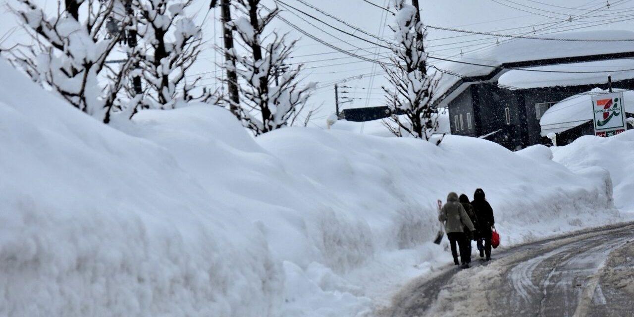 """<span class=""""entry-title-primary"""">Japão enfrenta inverno de muitíssima neve</span> <span class=""""entry-subtitle"""">Três grandes tempestades de neve atingiram o país em apenas um mês </span>"""