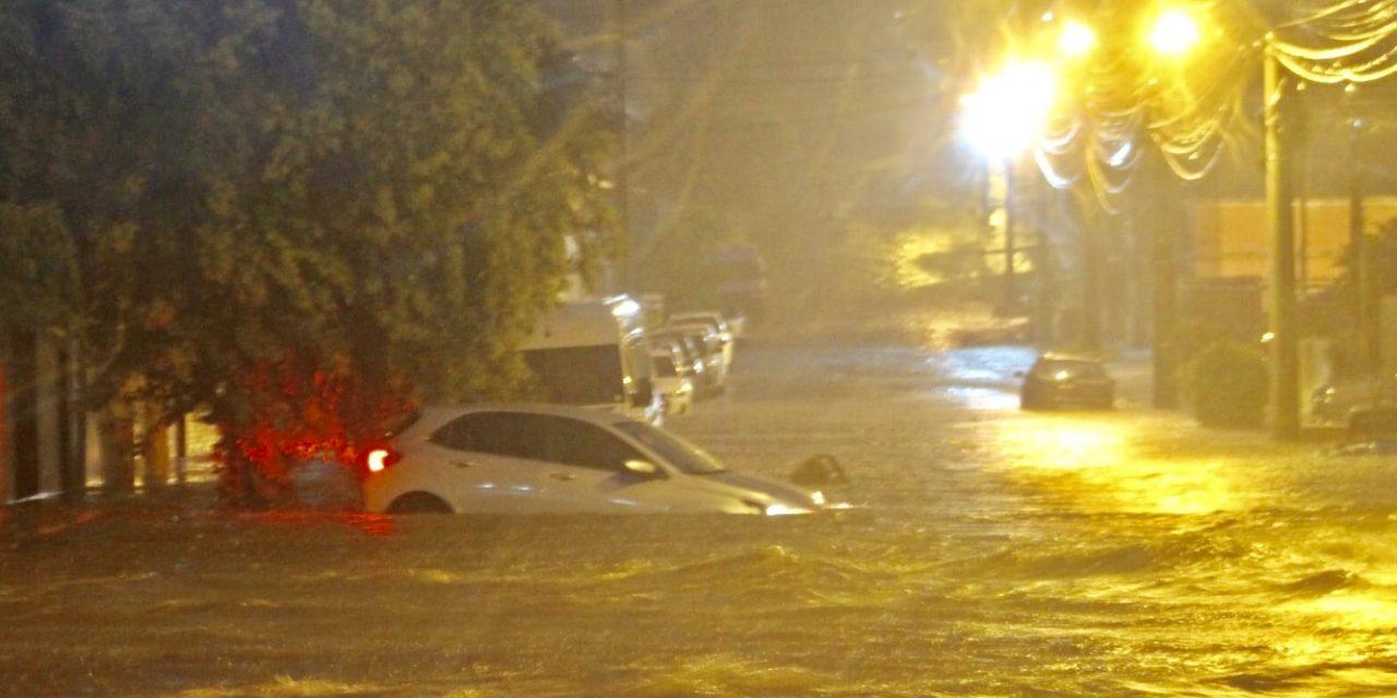"""<span class=""""entry-title-primary"""">Chuva de até 180 mm castiga fronteira gaúcha</span> <h2 class=""""entry-subtitle"""">Livramento e Rivera tiveram muitos alagamentos e inundações pela chuva extrema </h2>"""