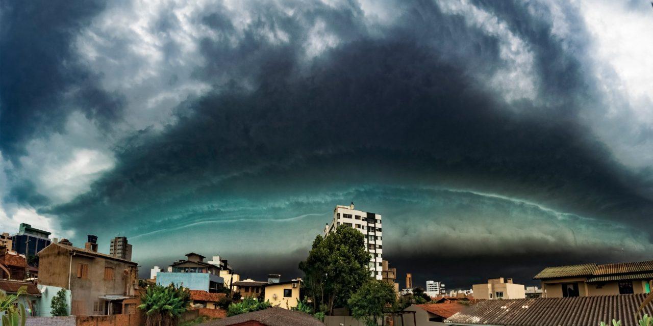 """<span class=""""entry-title-primary"""">As imagens do céu de tormenta nas praias gaúchas e catarinenses</span> <h2 class=""""entry-subtitle"""">Tarde do sábado teve formação de nuvens de tempestade na orla </h2>"""