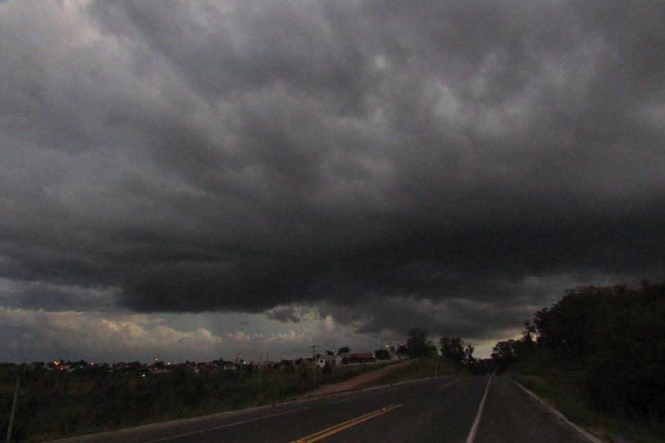"""<span class=""""entry-title-primary"""">Veja a previsão do tempo para esta sexta-feira</span> <span class=""""entry-subtitle"""">Calor volta a trazer pancadas de chuva no Rio Grande do Sul hoje </span>"""