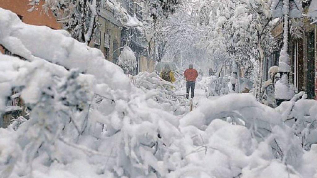 """<span class=""""entry-title-primary"""">O dia em que a neve soterrou a Espanha</span> <span class=""""entry-subtitle"""">Tempestade Filomena trouxe imagens jamais vistas em muitas gerações e colapsou a capital Madrid em neve </span>"""