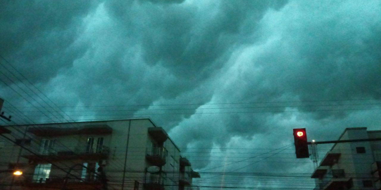 """<span class=""""entry-title-primary"""">Dias de céus tormentosos</span> <span class=""""entry-subtitle"""">Convecção com ar tropical quente e úmido favorece nuvens de desenvolvimento vertical </span>"""