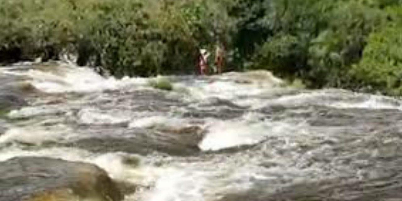 """<span class=""""entry-title-primary"""">Cabeça d'água mata banhistas em Minas Gerais</span> <h2 class=""""entry-subtitle"""">Inundações repentinas são um grande risco nesta época do ano e as tragédias se repetem todos os anos </h2>"""