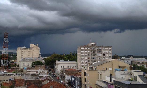 Risco de chuva forte e temporais segue nesta quinta-feira