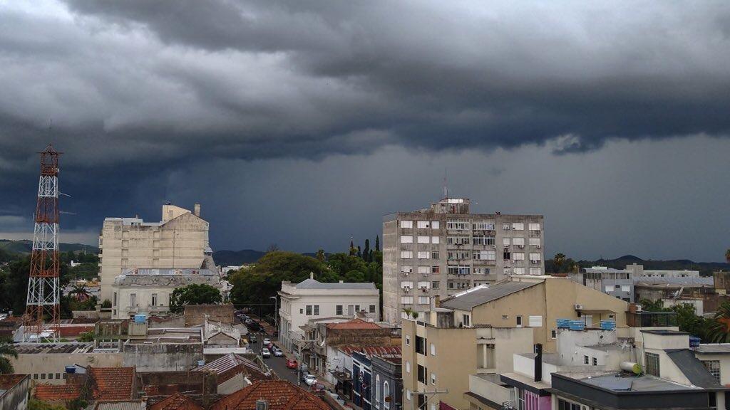 """<span class=""""entry-title-primary"""">Risco de chuva forte e temporais segue nesta quinta-feira</span> <span class=""""entry-subtitle"""">Metade Norte gaúcha, Santa Catarina e Paraná são as áreas mais propensas a temporais e episódios localizados de chuva intensa </span>"""