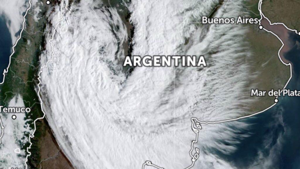 """<span class=""""entry-title-primary"""">Vórtice ciclônico na Argentina vai mexer com o tempo</span> <h2 class=""""entry-subtitle"""">Instabilidade maior é prevista entre terça e quarta com risco de temporais isolados </h2>"""