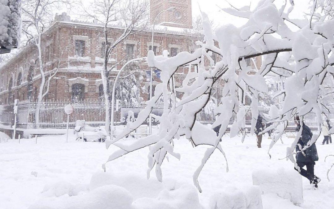 Madrid colapsa e vive emergência com a nevasca do século Neve e frio de até -30°C em onda polar do Ártico histórica na península ibérica