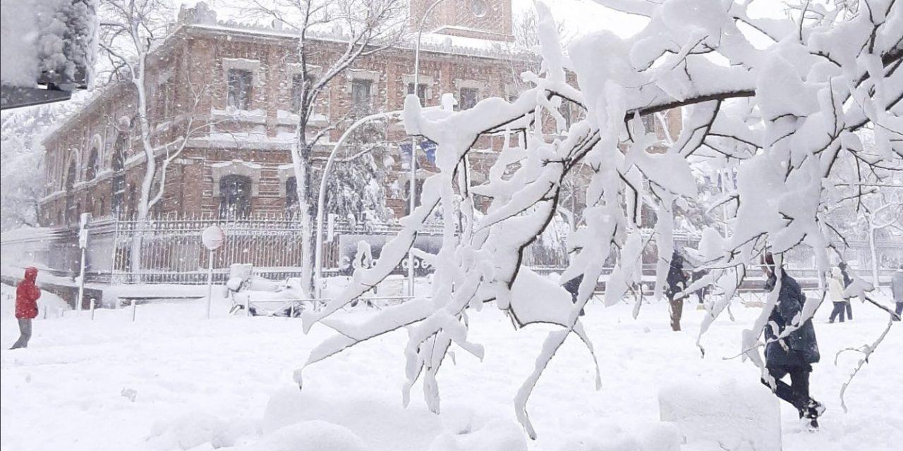 "<span class=""entry-title-primary""><span style='color:#ff0000;font-size:14px;'>FILOMENA </span><br> Madrid colapsa e vive emergência com a nevasca do século</span> <span class=""entry-subtitle"">Neve e frio de até -30°C em onda polar do Ártico histórica na península ibérica </span>"