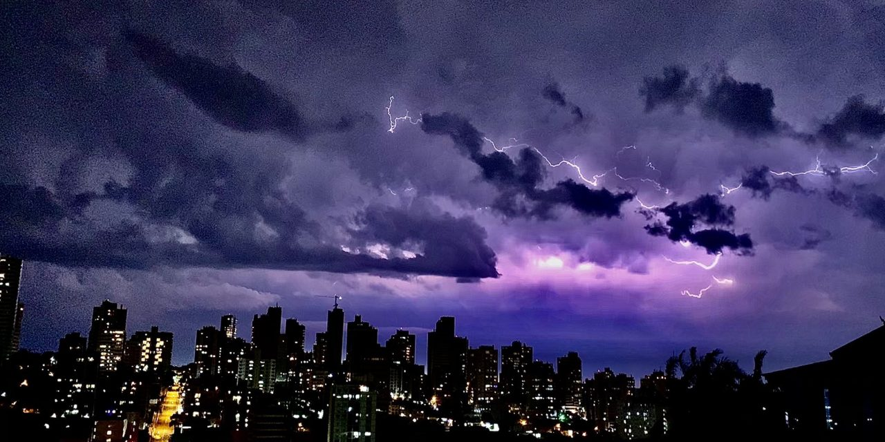 """<span class=""""entry-title-primary"""">**ALERTA** Fim de semana de temporais no Sul do Brasil</span> <h2 class=""""entry-subtitle"""">Tempestades isoladas devem atingir Rio Grande do Sul, Santa Catarina e o Paraná </h2>"""