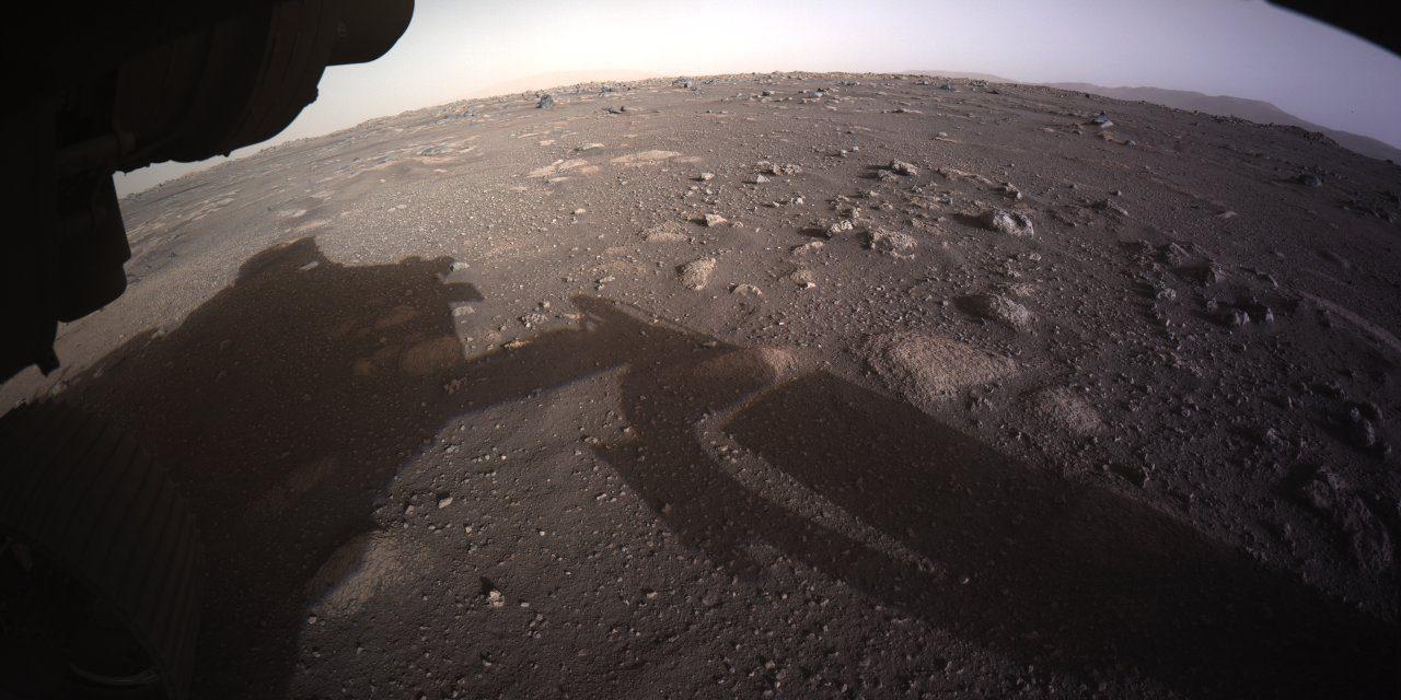 "<span class=""entry-title-primary""><span style='color:#ff0000;font-size:14px;'>PERSEVERANCE </span><br> Primeira imagem colorida de Marte da Perseverance</span> <span class=""entry-subtitle"">Rover pousou ontem na superfície do planeta vermelho </span>"