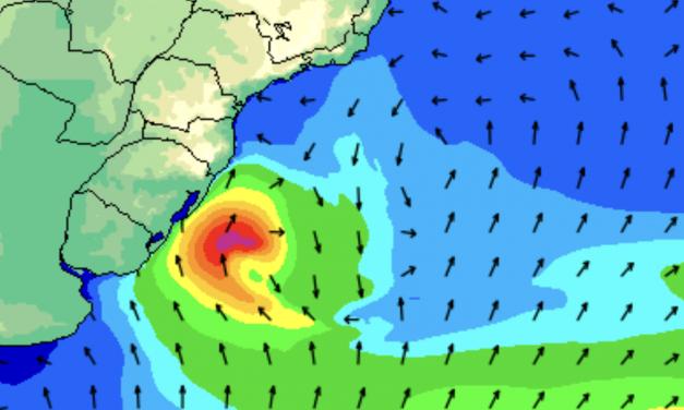 Significativa ressaca do mar e maré de tempestade