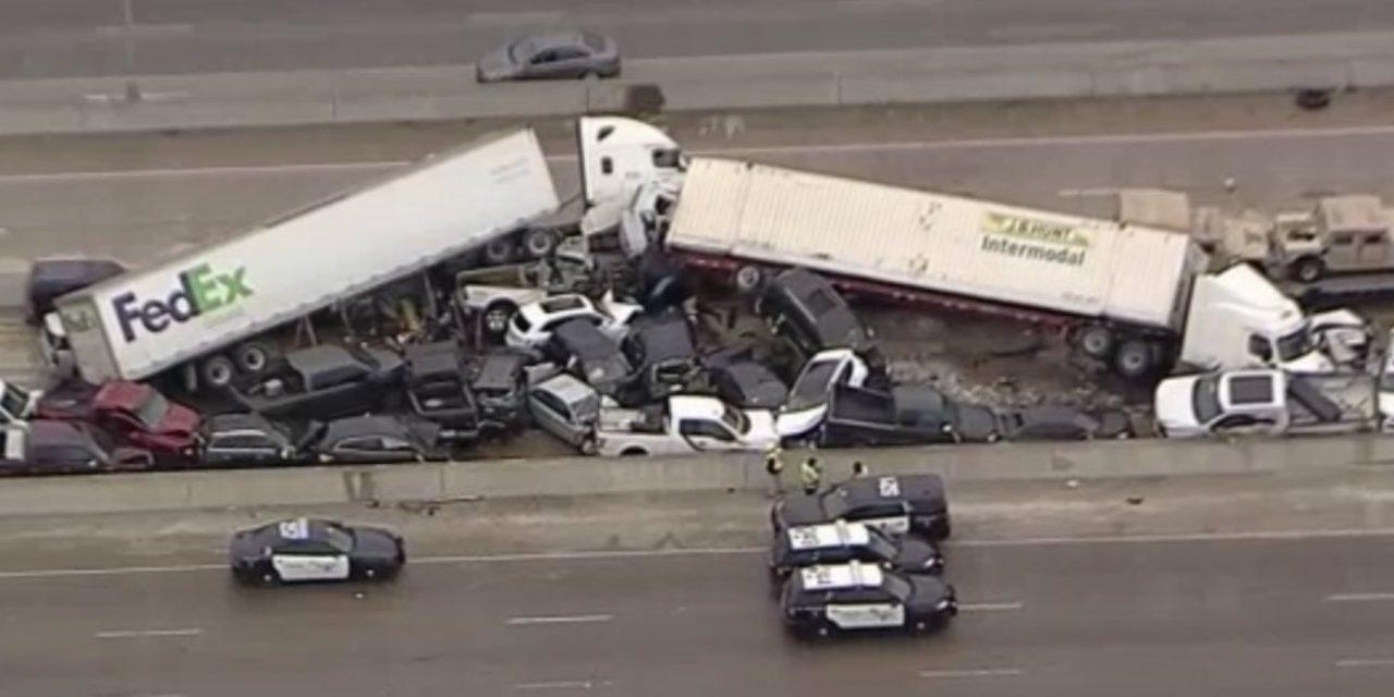 """<span class=""""entry-title-primary"""">Acidente nos EUA mostra o perigo do gelo</span> <span class=""""entry-subtitle"""">Gelo na lista levou a enorme engavetamento de veículos em rodovia do Texas </span>"""